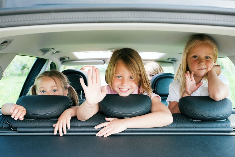 Essential Travel Gears You Need When Travelling with Your Kids