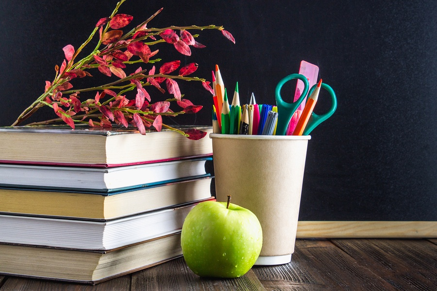 Must Have Back to School Items to Help You Decorate Your Teacher's Desk