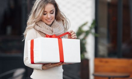 Top 10 Gifts to Give to a Fashion Lover